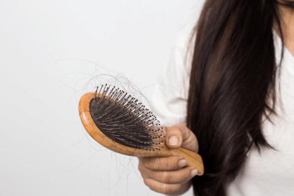 נשירת שיער נשית